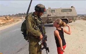 فیلم/ حماسه دختر فلسطینی دربرابر سگ های هار