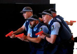 حمله  پلیس استرالیا به یک شهروند به جرم نداشتن ماسک +فیلم