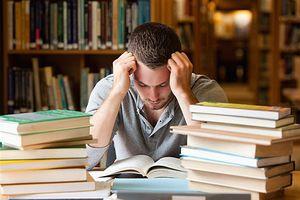 چرا وقت نداریم کتاب بخوانیم؟ +عکس