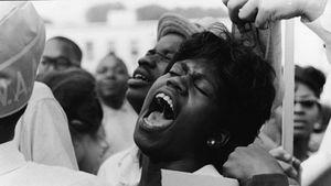 فریاد زن سیاه پوست