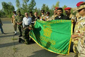 اهتزاز پرچم حرم امامرضا(ع) بر روی ناو جماران