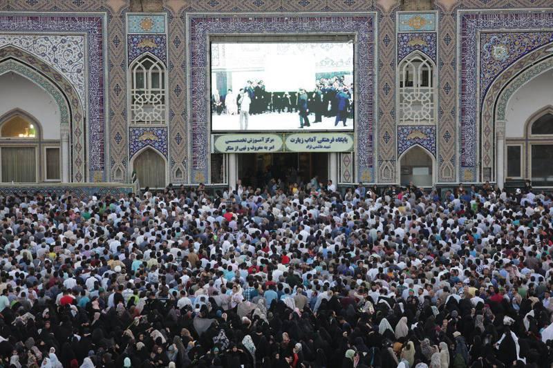 جمعیت حاضر در صحنهای حرم امامرضا(ع)