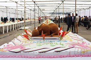 فیلم/ تولید کیک یک تنی در روز میلاد امام رضا(ع)
