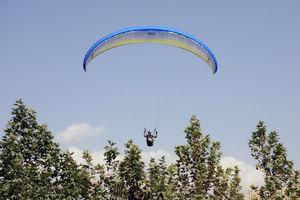 سقوط ۲ چترباز روی کابلهای برق فشارقوی در ارتفاعات «وَردیج»