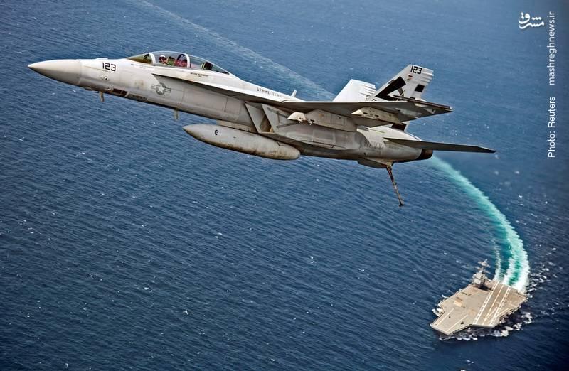 پرواز اف 18 سوپر هورنت از عرشه ناو جدید آمریکا با نام یو اس اس جرالد آر فورد