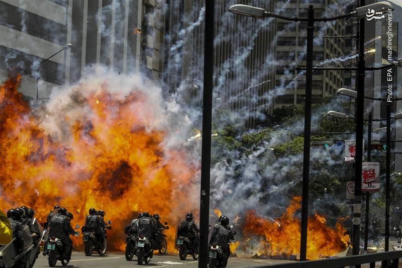 پلیس ونزوئلا در آتش اعتراض مخالفان مادورو