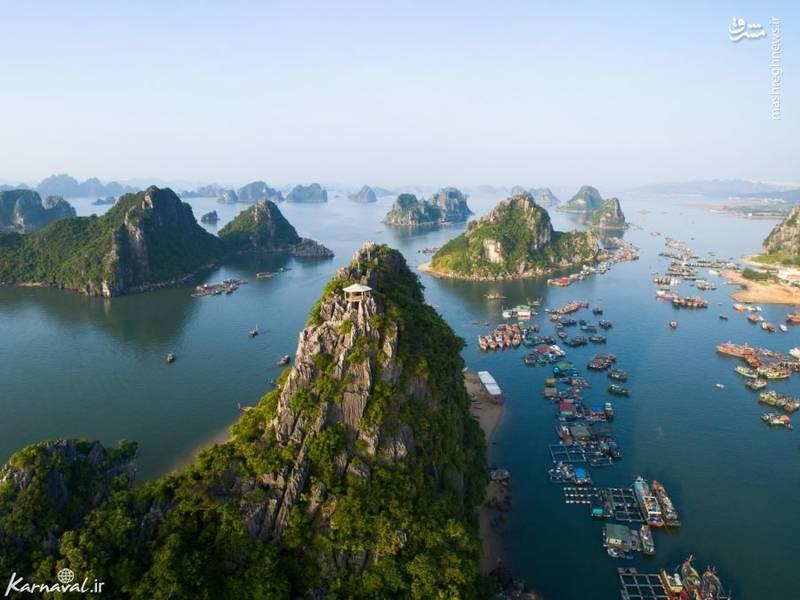 خلیج هالونگ | ویتنام/ خلیج هالونگ از میراث جهانی یونسکو است که در آن بیش از ۱۶۰۰ جزیره ی سرسبز وجود دارد.