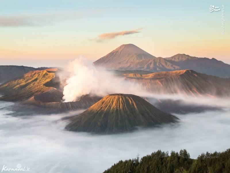 کوه برمو | اندونزی/ برمو (Bromo) یک کوه فعال آتشفشانی است که در جزیره ی جاوا قرار گرفته و به مناظر خیره کننده اش در طلوع صبح معروف است .