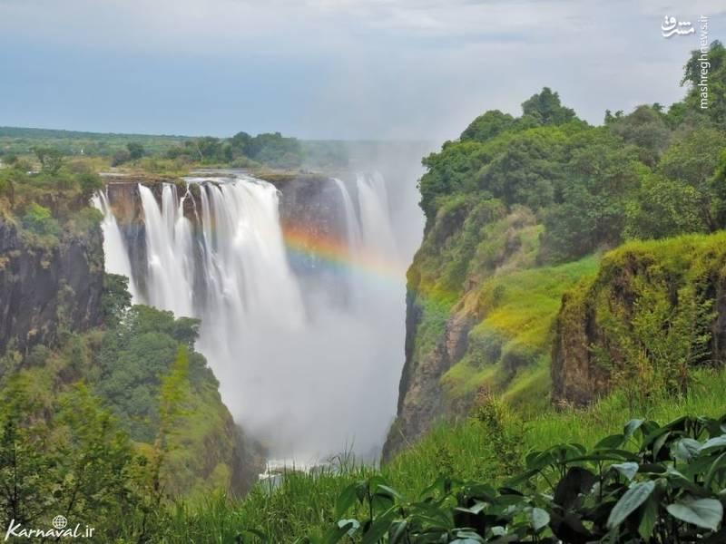 آبشار های ویکتوریا | زامبیا و زیمباوه/ آبشار های ویکتوریا در مرز میان زامبیا و زیمباوه قرار گرفته است. با بازدید از آبشار، با صحنه های شگفت انگیز و زیبایی روبرو می شوید.