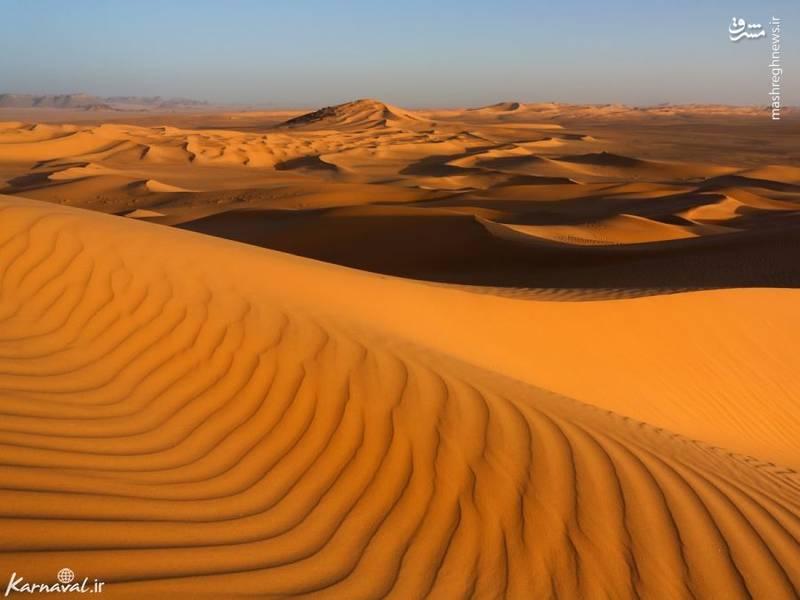 صحرای بزرگ آفریقا/ صحرای آفریقا گرم ترین بیابان بر روی کره ی زمین است و با وسعت بیش از ۹ میلیون کیلومتر مربع در ۱۰ کشور الجزایر، چاد، مصر، لیبی، مالی، موریتانی، مراکش، نیجر، سودان و تونس قرار گرفته است.
