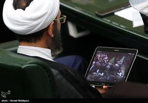 عکس/ تماشای فیلم سلفی با موگرینی در مجلس