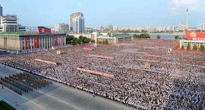 عکس/ تجمع گسترده در حمایت از رهبرکره شمالی