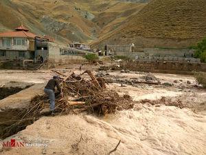 فیلم/ نجات سرنشینان وانت از سیلاب نیکشهر