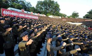 عکس/ کارگران کره شمالی به خیابانها ریختند