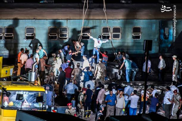 عکس/ 44کشته درپی برخورد دو قطار در مصر