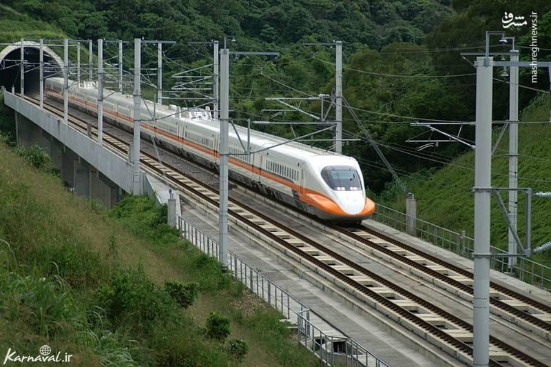 تی اچ اس آر ۷۰۰ تی/ تی اچ اس آر ۷۰۰ تی (THSR ۷۰۰T) یک قطار سریع السیر در تایوان است که از تاریخ ۵ ژانویه ۲۰۰۷ با حرکت و جابه جایی مسافر بین شهر تایپه و کائوشیانگ  آغاز به کار کرده است. سرعت این قطار به ۲۹۹.۹ کیلومتر در ساعت می رسد و توانسته زمان سفر بین این دو شهر را از ۴.۵ ساعت به ۱.۵ ساعت کاهش دهد.تالگو ۳۵۰ تالگو ۳۵۰ (Talgo ۳۵۰) قطار سرالسیری در اسپانیاست که می تواند با حداکثر سرعت ۳۴۹.۸ کیلومتر در ساعت بین مادرید و بارسلونا حرکت کند.