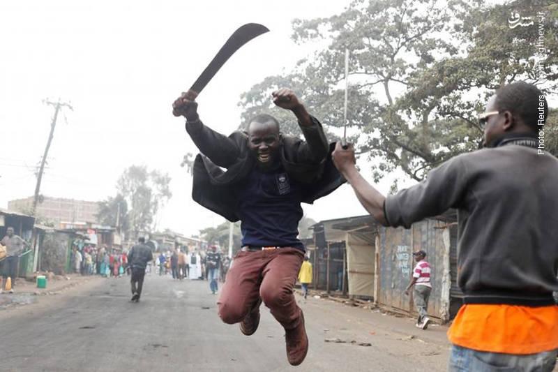خشونت هواداران نامزد منتقد دولت، رایلا ادینگا در نایروبی کنیا پس از انتشار اخباری مبنی بر تلاش رئیسجمهور برای تقلب در انتخابات
