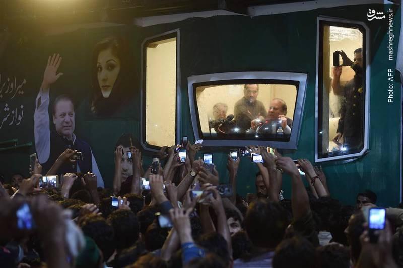 سخنرانیهای شهر به شهرِ نواز شریف از اسلامآباد تا زادگاهش لاهور پس از برکناری از ریاستجمهور