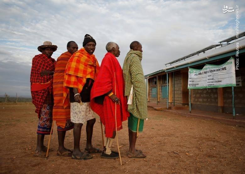 صف قبیله سامبورو منتظر رأی دادن در انتخابات ریاستجمهوری کنیا