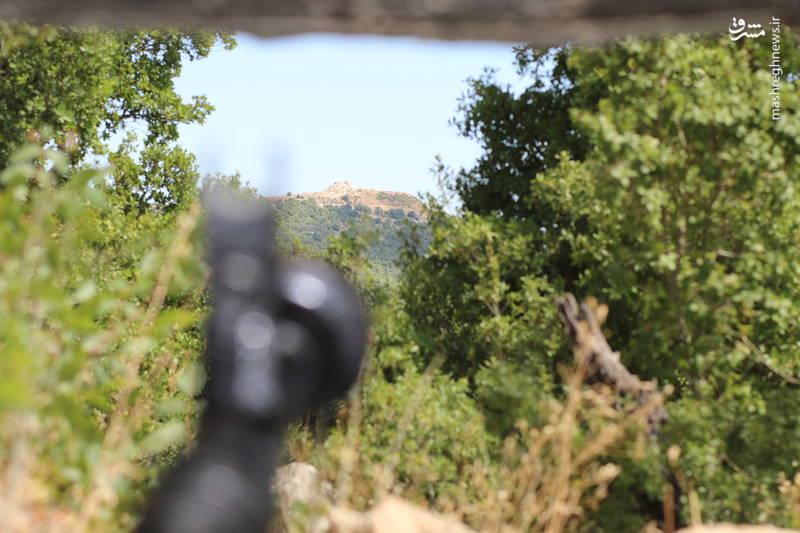 دورنمای تپه ی موسوم به «موقعیت سجد» از سنگر «سجد» در «ملیتا» در جنوب لبنان
