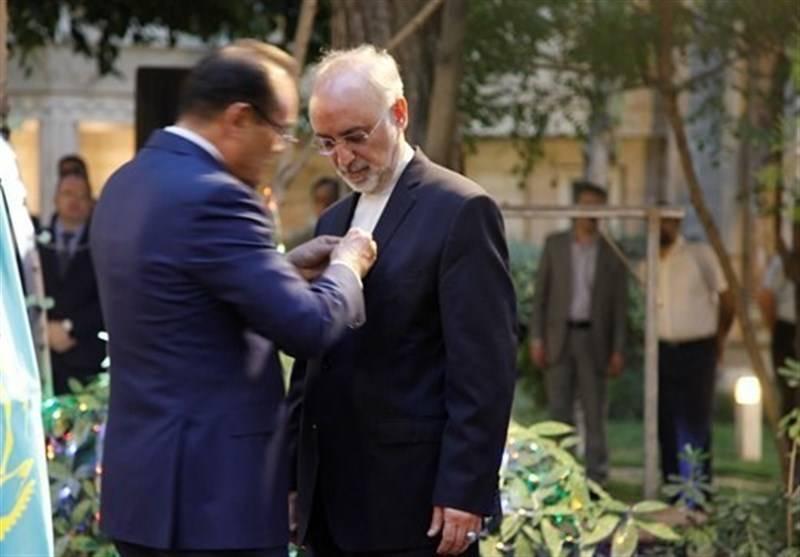 اهدای نشان افتخار به صالحی در قزاقستان!