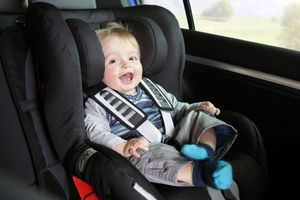 کودک در اتومبیل