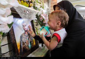 اشکهای فرزند شهید حججی در فراق پدر