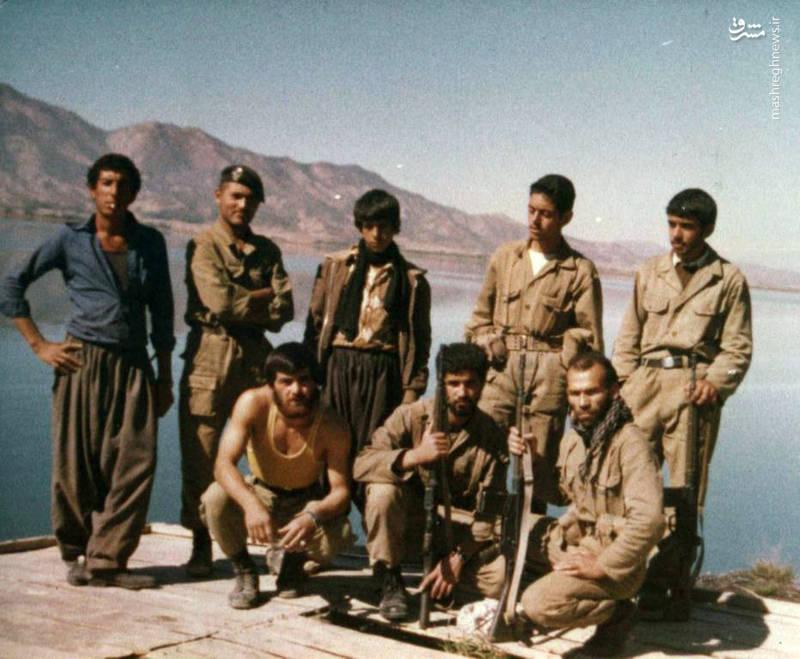 شهید «محسن نورانی»(ایستاده، نفر دوم از راست)