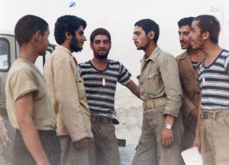 سردار شهید «محسن نورانی»(ساعت مچی بر دست) و سردار شهید «علی رضا ناهیدی»(نفر دوم از چپ)