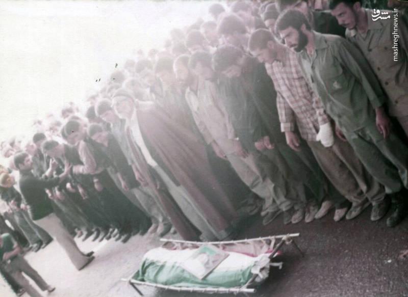 اقامه ی نماز بر پیکر سردار شهید «محسن نورانی»