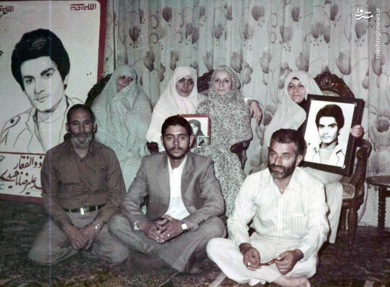 شهید «محسن نورانی» کمتر از ۴۰ روز قبل از شهادتش، در مراسم ازدواجش با همشیره ی شهید «علی رضا ناهیدی»