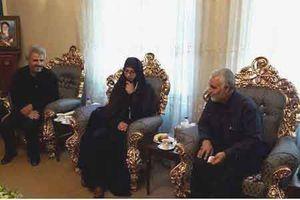 عکس/ دیدار سردار سلیمانی با خانواده شهید حججی