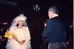 سولوگامی یا «ازدواج با خود» چیست؟/ عروسهای تنهایی از راه میرسند +تصاویر