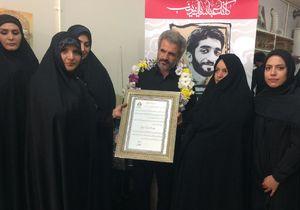 دیدار جمعی از مسئولین و قهرمانان ورزشی کشور با خانواده شهید حججی