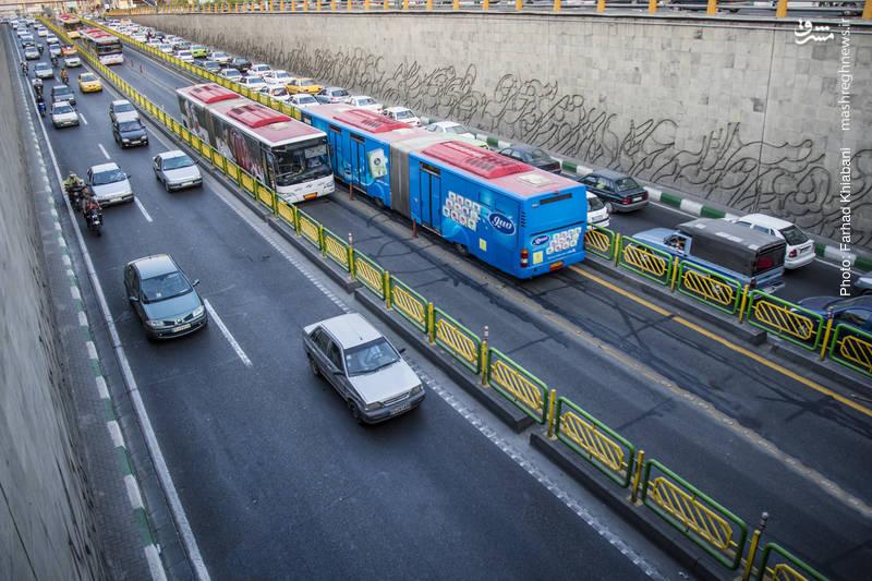 سامانه اتوبوس های تندرو- سامانه اتوبوس تندرو تهران که با نام بیآرتی هم شناخته میشود، یکی از اولین سامانه اتوبوس از این دست در ایران است.در حال حاضر از۳ هزار کیلومتر خط اتوبوسرانی تهران، ۱۱۴ کیلومتر به خطوط تندرو اختصاص دارد که  در ده (۱۰) مسیر روزانه ۲میلیون مسافر را جابجا می کنند.