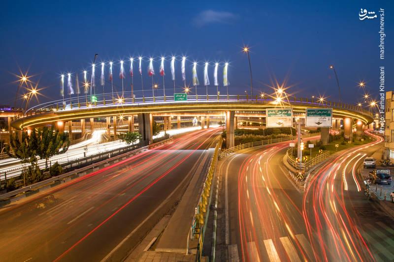 بزرگراه امام علی-این اتوبان به طول ۳۵ کیلومتر که شمالیترین نقطه شرق پایتخت را به بزرگراه آزادگان و طرح حرم تا حرم متصل ميكند تا شهروندان تهرانی بتوانند در زمانی کمتر از ۳۰ دقیقه طول پایتخت را بپیمایند. درمجموع 83دستگاه پل يا سازه پل شكل از شروع طرح تا پايان ساخت بزرگراه احداث شده است.