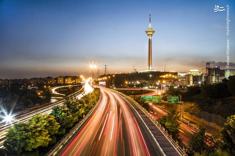برج میلاد-بلندترین آسمانخراش ایران در زمینی به مساحت۴/۷۴ هکتار بر روی تپه های کوه نصر واقع شده است. مجموعه چند عملکردی در حوزه های مخابراتی ، مراکز تجاری ، رستوران ها، خدمات پذیرایی، مرکز همایش ها ، خدمات گردشگری و تفریحی است برج میلاد با ارتفاع۴۳۵متر ششمین برج بلند تلویزیونی و مخابراتی دنیا محسوب می شود.