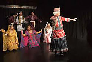 فیلم/ رقص و آواز روی صحنه نمایش