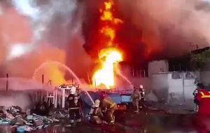 فیلم/ آتشسوزی گسترده در خیابان فدائیان اسلام