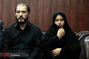 عکس/ پدر و مادر آتنا در دادگاه
