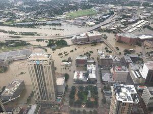 فیلم/ طوفان هاروی هیوستون آمریکا را زیر آب برد