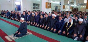 حضور اسد در مسجدی برای اقامه نماز عید قربان