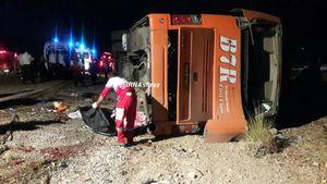 ۴۴ کشته و زخمی بر اثر واژگونی اتوبوس در بندرعباس