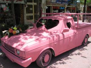 عکس/ ماشین عروس صورتی خاص!