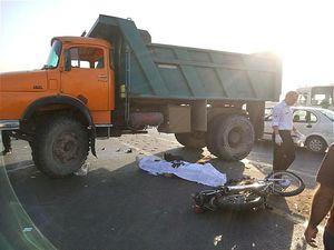 عکس/ تصادف مرگبار موتورسیکلت با کامیون