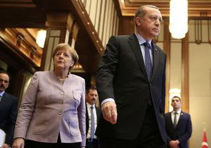 تاکید مرکل بر افزایش فشارهای اقتصادی بر ترکیه