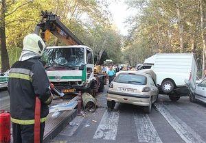 تصادف جرثقیل با ۹ خودرو در پاسداران تهران