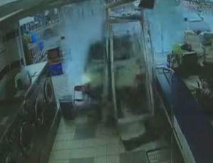 فیلم/ رد شدن خودرو از دیوار رختشورخانه در آمریکا