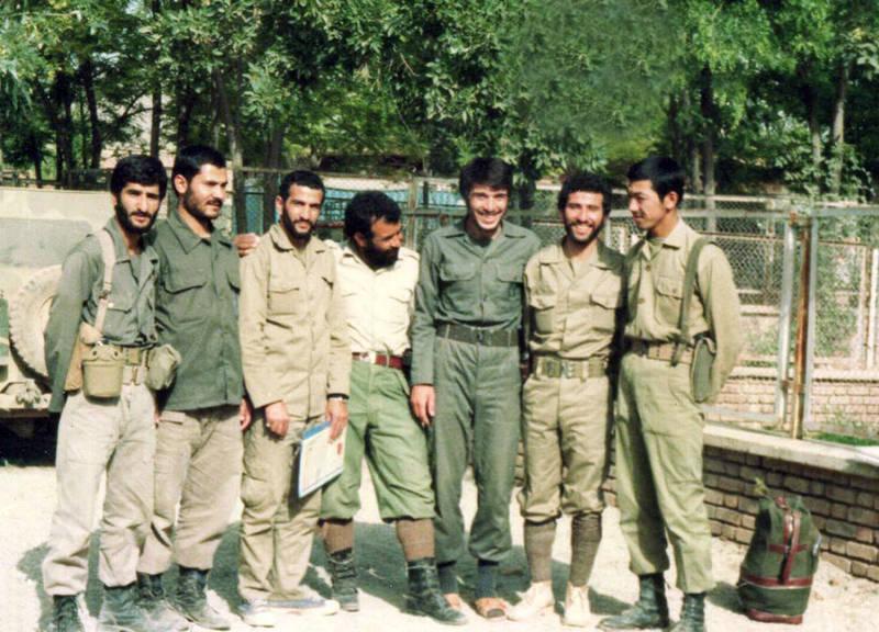 سردار شهید «محمود کاوه» شهید علی قمی نیز در تصویر دیده می شود