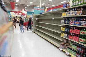 عکس/ هجوم مردم آمریکا به فروشگاهها از ترس طوفان